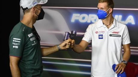 Sebastian Vettel (l) und Mick Schumacher verbindet eine besondere Freundschaft.
