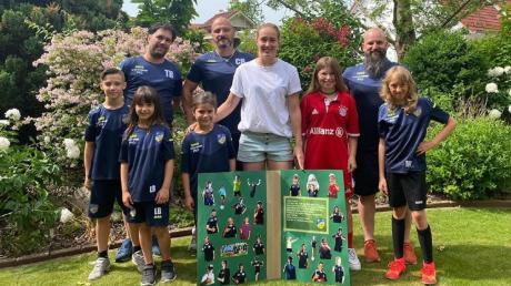 Eine Abordnung des SV Lengenfeld und FC Stoffen besuchte die deutsche Meisterin Sydney Lohmann.