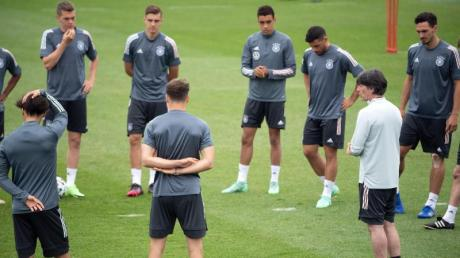 Joachim Löw will seine EM-Spieler vor dem Klassiker gegen England erstmal richtig durchatmen lassen.