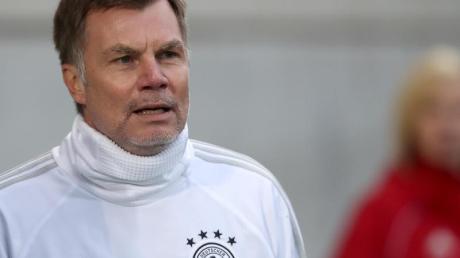 Ex-Europameister Thomas Helmer schlägt vor, den Fokus auf die EM 2024 und nicht auf die WM 2022 zu richten.