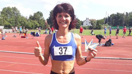 Keine läuft schneller als Birgit Motzer: Bei den Bayerischen Senioren-Ttitelkämpfen gewann die Gundremmingerin über 100, 200 und 400 Meter.