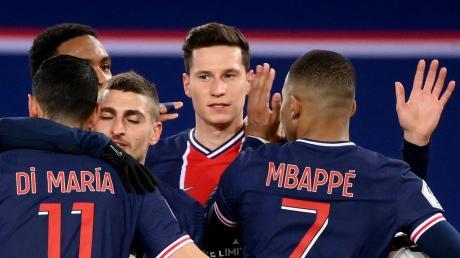 Etliche Stars von Paris St.-Germain werden am Mittwoch fehlen, aber Julian Draxler (Mitte) dürfte auf dem Platz stehen. In Orléans treffen der französische Top-Klub und der FC Augsburg aufeinander.