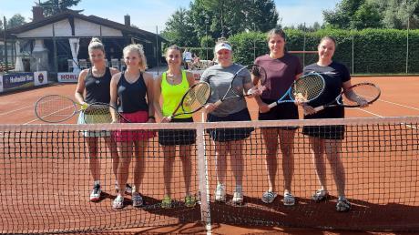 Freude über den Titelgewinn: die Burgheimer Tennisdamen (von links) Marion Studtrucker, Milena Stadler, Sophia Wagner, Steffi Barz, Ann-Kathrin Braun und Kathrin Wenger.