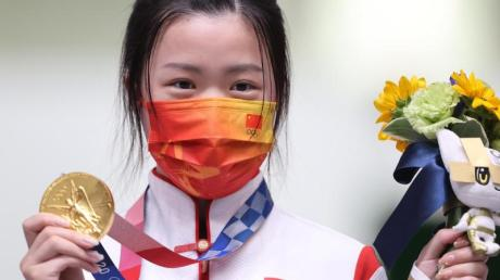Die chinesische Schützin Qian Yang ist die erste Siegerin bei den Olympischen Spielen in Tokio.