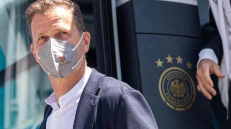 Oliver Bierhoff kündigt Gespräche mit der Lufthansa an.