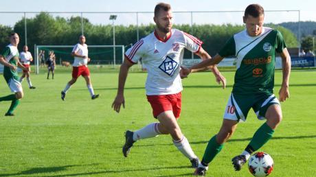 Mit vier Siegen in vier Spielen steht der SV Unterdießen (grüne Trikots, hier gegen den SV Fuchstal) allein an der Spitze der Kreisklasse 4. Gegen Igling will man den nächsten Dreier einfahren.