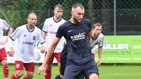 Mit seinem Elfmeter wird Oleksandr Kvachov am Torwart des TSV Hollenbach scheitern. Weil der Abpraller erneut bei ihm landet und er schnell reagiert, erzielt er Sekundenbruchteile später dennoch das 1:0 für den TSV Ziemetshausen.