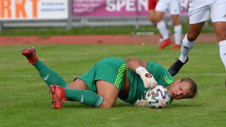 Der SV Mering um Torhüter Julian Baumann wollen am Samstag beim Tabellenvorletzten FV Illertissen II einen Sieg einfahren. Beim Angstgegner des MSV könnte das aber schwierig werden.