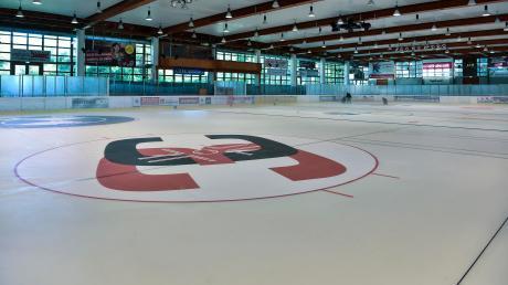Noch herrscht im Landsberger Eisstadion gähnende Leere. Das ändert sich: Am Samstag lädt der HC Landsberg zur Eröffnung der neuen Oberliga-Saison ein.