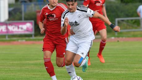 Mathias Steger (rechts gegen Egg an der Günz) und der SV Mering wollen am Mittwoch gegen den FC Ehekirchen wieder gewinnen.