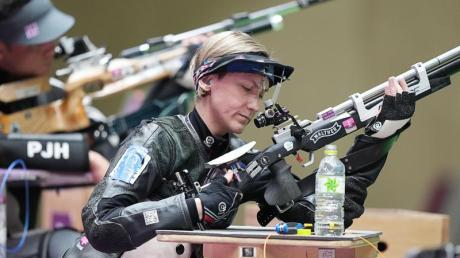Trägt die deutsche Fahne bei der Paralympics-Schlussfeier in Tokio: Natascha Hiltrop.