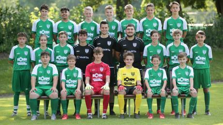 Die Bayernliga-U15 des TSV Nördlingen startet heute mit einem Heimspiel in die Saison. In schwarzen Shirts das Trainerteam (von links Co-Trainer Simon Lösch, Trainer Fabian Schmidt, Torwarttrainer Lukas Eberhardt).