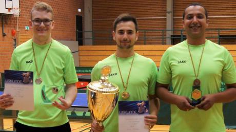 Siegerehrung der TSV-Vereinsmeisterschaft (von links): der Zweitplatzierte Tim Schröppel, Sieger Marcel Kirschner und Tobias Liebl, Drittplatzierter und Turnierorganisator.