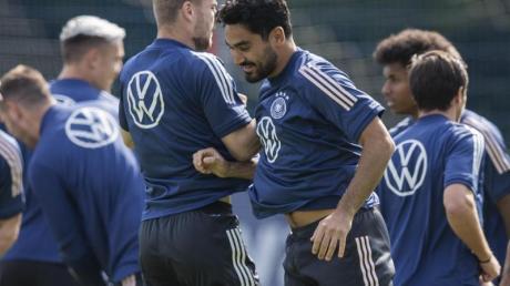 Ilkay Gündogan (M) wird gegen Island von Beginn an spielen.