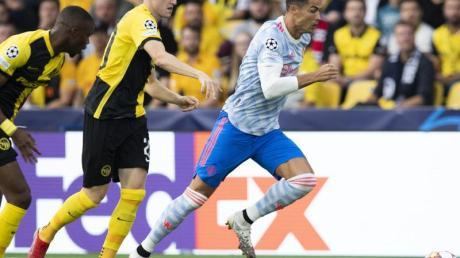Cristiano Ronaldo (r) verlor trotz eines eigenen Treffers mit Manchester United in Bern.
