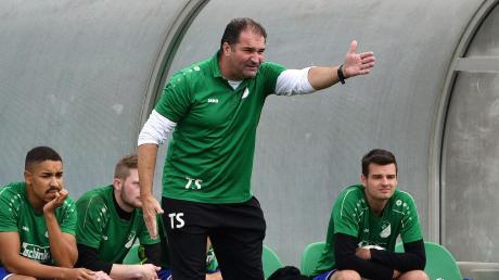 Gibt die Richtung vor: Karlshulds Trainer Thomas Schmalz ist mit seiner Mannschaft in dieser Saison noch sieglos. Nun steht die Partie bei Grün Weiß Ingolstadt auf dem Programm.