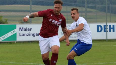Der FC Affing mit Durchschlagskraft: Tobias Jorsch behauptet sich hier im Zweikampf mit Nördlingens Felix Meierhöfer (rechts).