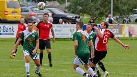 Im Spitzenspiel der Kreisklasse 4 zwischen Tabellenführer Unterdießen (grüne Trikots) und Verfolger TSV Schondorf gibt es diesmal keinen Gewinner.