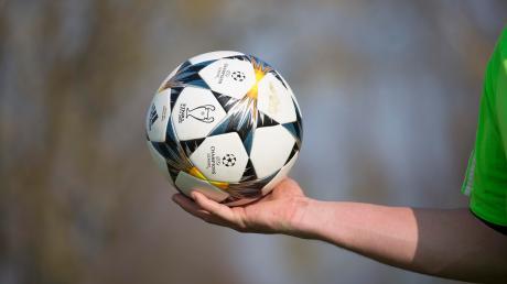 Ein Fußball rollte nach der Schlägerei beim Reserven-Derby in Zusamaltheim nicht mehr, das Spiel wurde abgebrochen.
