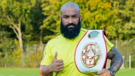 Güney Artak ist Kickbox-Weltmeister und Schiedsrichter.