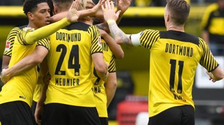 Borussia Dortmund hat gegen den FCAugsburg auch ohne Star-Stürmer Erling Haaland drei Punkte errungen.