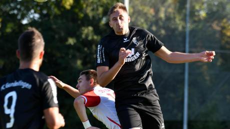 Raphael Mahler (rechts) war beim FC Gundelfingen in die Startelf gerückt und konnte seinen Trainer mit zunehmender Spieldauer überzeugen.
