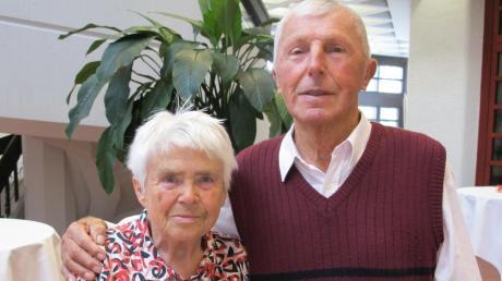 Seit Jahrzehnten ist Alois Bierl für den TSV Burgheim engagiert. Seine Ehefrau Rita hat ihm bei seinen Tätigkeiten stets den Rücken freigehalten. Seit 60 Jahren sind die beiden TSV-Urgesteine verheiratet.