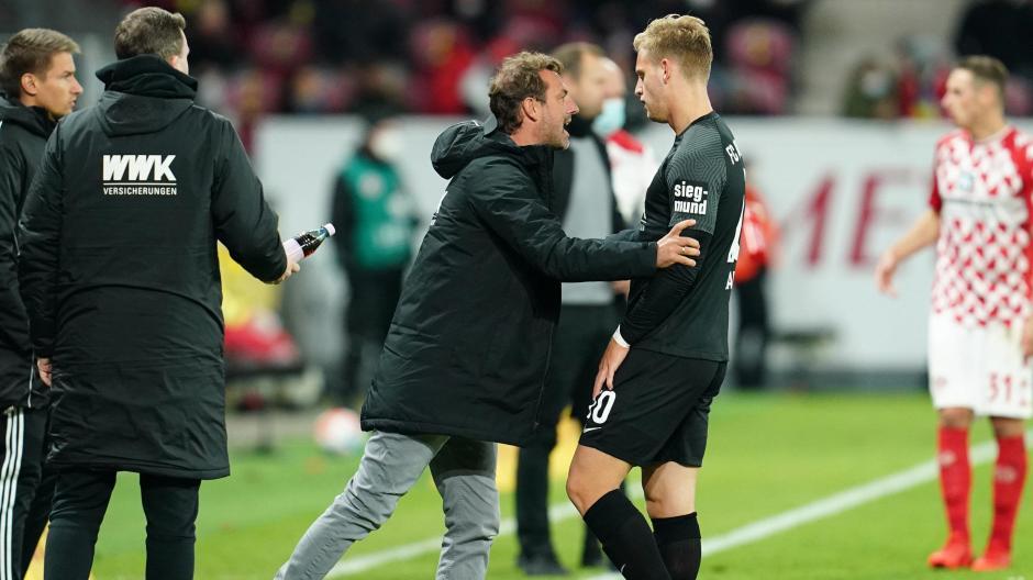 Markus Weinzierl kam in Mainz kaum mehr an seine Spieler (hier Arne Maier) nach dem frühen Rückstand ran.