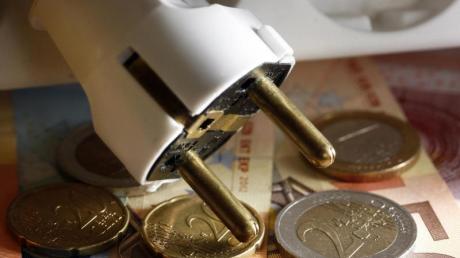 Wird der Preis erhöht, können Verbraucher dem Stromversorger kündigen. Vor einem Wechsel sollten sie die Angebote jedoch mit mehreren Tarifrechnern prüfen. Foto: Jens Büttner