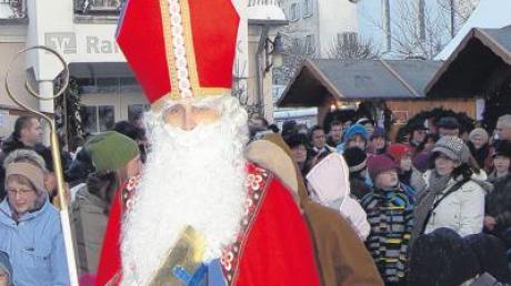 Der Ellzeer Nikolausmarkt 2019 lädt zum Verweilen ein. Hier gibt es alle Infos zu Termin und Öffnungszeiten zum Weihnachtsmarkt in Ellzee im Kreis Günzburg.