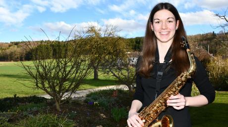 Lara Hörmann aus Eppisburg ist ein großes Talent am Saxofon.