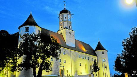 Die Kunstausstellung findet in der Schlosskapelle von Schloss Höchstädt statt.