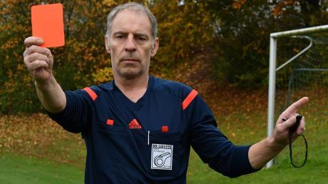 Guido Lutz ist gerne Schiedsrichter. Dass er im Jahr 2020 kein Fußballspiel gepfiffen hat, liegt an der Corona-Pandemie. Die wird neben anderen Ursachen die Zukunft des Amateurfußballs nachhaltig beeinflussen, ist Lutz überzeugt.