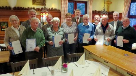 22 Mitglieder des VdK-Ortsverbandes Utting-Schondorf-Dießen wurden im Rahmen der diesjährigen Weihnachtsfeier geehrt.