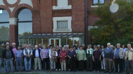 Die Veteranen und Reservisten Egling-Heinrichshofen besuchten das Lechmuseum in Langweid.