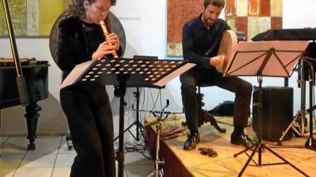 Sophia Rieth an der Blockflöte und Fabian Löbhard an der Percussion umrahmten die Versammlung mit irischen Impressionen.