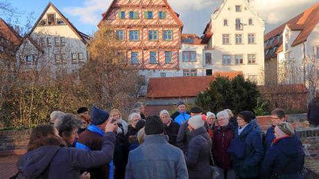 Das Bild zeigt eine Gruppe der Kauferinger Gartenfreunde auf der Ulmer Stadtmauer.