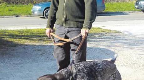 Auch noch kurz vor der Prüfung scheinen Hund und Halter recht entspannt.