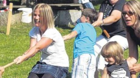 Nicht nur die Kinder waren gefordert beim Spiel- und Sportfest der VS Zusamaltheim, manches Mal konnten auch die Eltern tatkräftig mit anpacken.