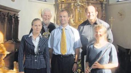 Im Bild (von links): Miriam Galonska (Gesang), Artur Richert (Barocktrompete), Roger Mayr (Erzählung und Moderation), Matthias Gyr (Orgel) und Eva-Maria Mayr (Querflöte).
