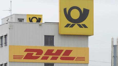 Die Post richtet einen neuen DHL-Paketshop ein.