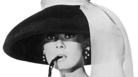 """TV-Programm am Ostermontag 2021: Tipps für Filme und Shows am 5.4.21. Unser Bild zeigt Audrey Hepburn in """"Frühstück bei Tiffany"""" (ZDF, 14.05 Uhr)."""