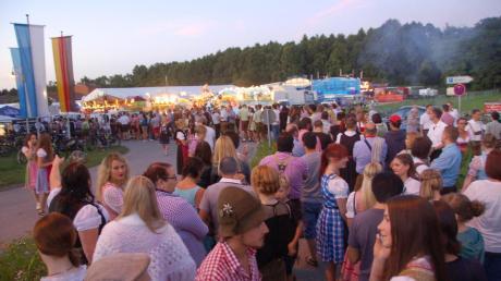 Beim Auftritt der Partyband S.O.S am Samstag musste der Festplatz aufgrund des enormen Andrangs fast zwei Stunden lang gesperrt werden. Vor dem Eingang bildete sich daher eine lange Schlange.