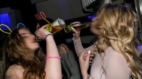 Party nur für Jüngere? Zumindest ist es laut Bundesgerichtshof erlaubt, einen 44-Jährigen wegen seines Alters nicht auf eine Techno-Party zu lassen.