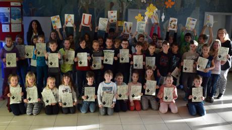 43 Pausenengel nahmen an der Grundschule Zusamaltheim nach der Ausbildung ihre Urkunden entgegen.