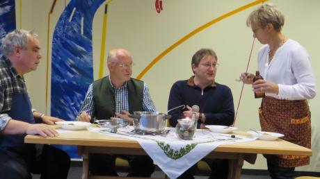 Mit einem Sketch um möglicherweise vergiftete Plätzchen sorgte die Pfarrgemeinderatsmitglieder für Heiterkeit bei der Adventsfeier.