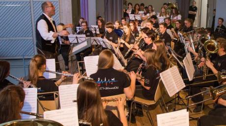"""Bei einem Kaffeekonzert spielten die Jugendkapellen aus Welden, Zusamaltheim und Emersacker als """"Projektorchester""""."""
