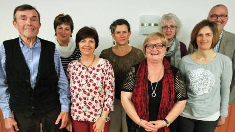 Sie führen den Obst- und Gartenbauverein Villenbach (von links): Alfons Klink, Gertrud Klaus, Annemarie König, Christine Steimer, Regina Ohnheiser (zweite Vorsitzende), Barbara Henneke (neue erste Vorsitzende), Bianca Weishaupt. Die Wahl geleitet hat Bürgermeister Werner Filbrich.