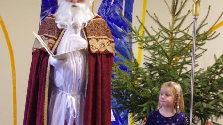 Der Nikolaus erzählte vom schwäbischen Adventskranz.