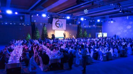 Spektakulär war die Weihnachts-Gala der Wertinger Erwin Müller Group in der Buttenwiesener Riedblickhalle.